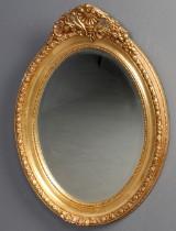 Ovalt spejl i guldbemalet ramme af træ