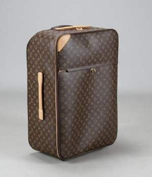 louis vuitton trolley kuffert model m23295 p gase. Black Bedroom Furniture Sets. Home Design Ideas