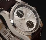 Longines 'Heriitage 1954'. Herrechronograf i stål med sølvfarvet skive