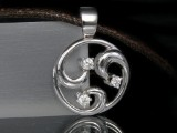 White gold pendant featuring brilliant-cut diamond on leather cord