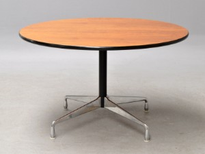 charles eames runder esstisch 39 segmented table 39 nussbaum 122 cm. Black Bedroom Furniture Sets. Home Design Ideas
