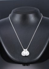 Piaget. Diamond pendant, 18 kt. white gold with mother of pearl, total approx. 2.50 ct