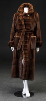 Alex Petersen. Scanglow female mink coat, size approx. 40
