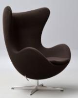 Arne Jacobsen. Lænestol 'Ægget' brun tonus