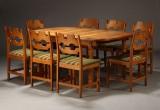 Henning Kjærnulf. Spisebord samt otte spisestole, egetræ (2)