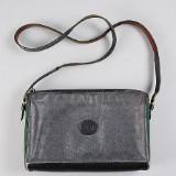 Gucci, axelbandsväska i svart med monogrammönster