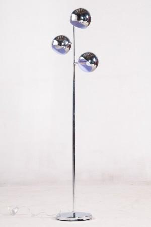 kare design stehlampe mit kugelschirmen. Black Bedroom Furniture Sets. Home Design Ideas