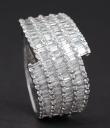 Ring in 18k set with baguette cut diamonds 4.44 ct
