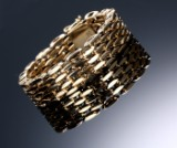Bernhard Hertz, København. Bred leddelt armlænke af 14 kt. guld
