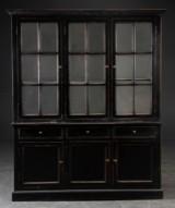 Stort vitrineskab, sort antikbemaling todelt