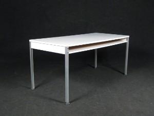 m bel dieter rams schreibtisch aus dem programm 570 von vitsoe de d sseldorf. Black Bedroom Furniture Sets. Home Design Ideas