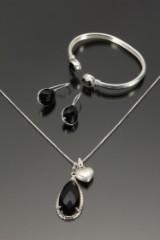 Smykkesæt af sterlingsølv prydet med sort onyx (5)