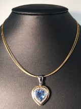 A heart-shaped pendant, 18kt. gold