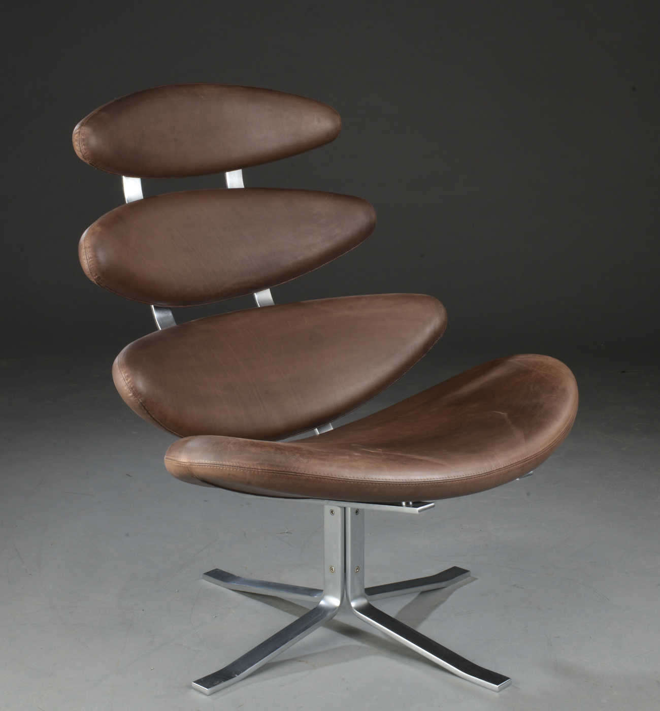 Poul M. Volther. Corona. Lænestol samt skammel, model EJ5 (2