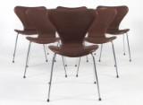 Arne Jacobsen. Sæt på seks stole 'syveren' model 3107. Anilinlæder. (6)