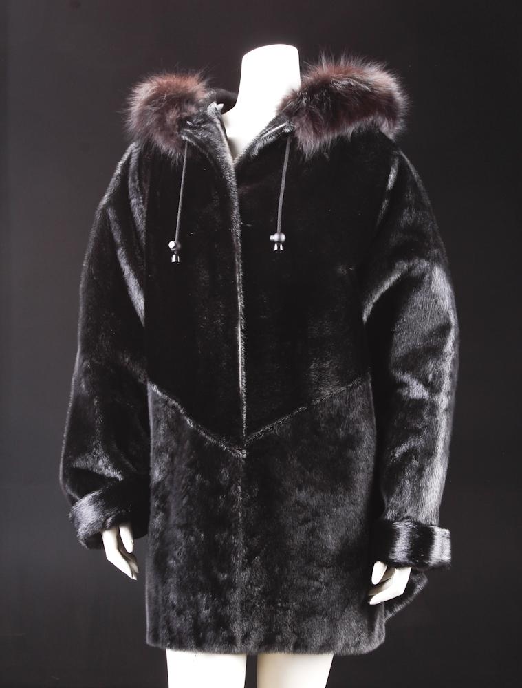 Pels jakke af sort indfarvet sæl, str. 42 |