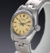 Rolex 'Oyster Perpetual'. Dameur i stål med gylden skive, ca. 1987