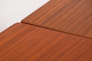 henning kjaernulf esstisch ausziehbarer tisch in teak. Black Bedroom Furniture Sets. Home Design Ideas