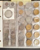 Samling mønter på ca. 15kg. i 3 albums samt klods kasse hovedsageligt Danmark. (4)