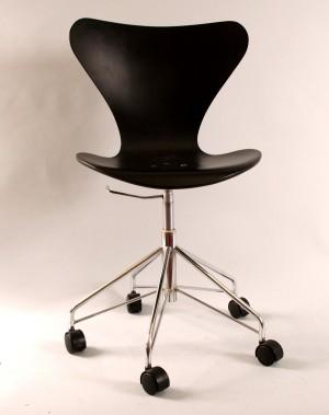 arne jacobsen fritz hansen 3117 sjuan skrivbordsstol. Black Bedroom Furniture Sets. Home Design Ideas