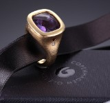 Ole Lynggaard. 'Cushion' ring, 18 kt. gold with amethyst and diamond, approx. 0.02 ct.