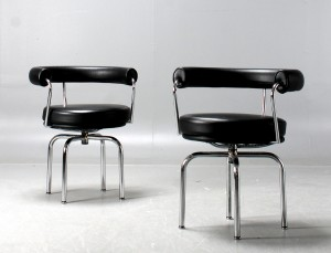 Le Corbusier, Perriand & Jeanneret. Pair of LC7 swivel chairs (2 ...