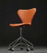 Arne Jacobsen. Office chair, model 3117, cognac-coloured leather