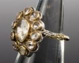 Antik ring med diamanter, i alt ca. 2.00 ct.