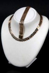 Jewellery set. Honeycomb patterned necklace and bracelet, 14 kt., approx. 87 g. (2)