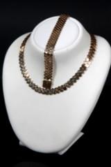 Jewellery set. Honeycomb patterned necklace and bracelet, 14 kt., approx. 87 g. (2)