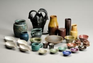 96e5f2a2de3a Slutpris för L. Hjorth. En samling keramik