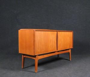 teak sideboard mit spiegel der 1960 70er jahre von k knudsen 2. Black Bedroom Furniture Sets. Home Design Ideas