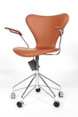Arne Jacobsen. Office chair with armrests, model 3217, number certificate incl.