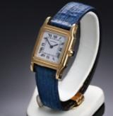 Cartier 'Santos Dumont'. MIdsize dameur i 18 kt. guld med lys skive, 1990'erne