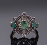 Smaragd- og diamantring af 18 kt guld og sølv