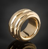 Solid rotating gold ring approx. 48.8 g.
