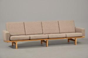 sofa 4 pers Hans J. Wegner, 1914 2007: 4 pers.sofa af eg med uld, model GE 236  sofa 4 pers