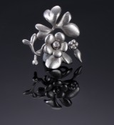 Ole Lynggaard. Floral pendant / floral clasp, 18 kt. satin-finish white gold with diamonds
