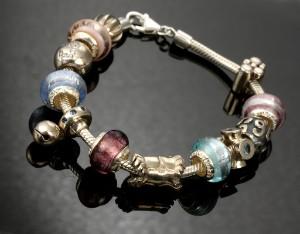 Aagaard Lovelink armbånd af sterlingsølv med 12 charms af muranoglas ... 2d80d37aeb018