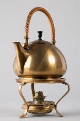 Te- og vandkedel med fyrfad, formgivet af Peter Behrens (2)
