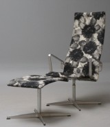 Arne Jacobsen. Oxford lounge chair with accompanying ottoman, model 3242 (2)