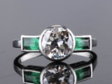 Ring, 18k gold with a brilliant-cut diamond, approx. 1.45 ct, and emeralds