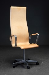 Arne Jacobsen. High-backed Oxford office chair with armrests, vegetable-dyed leather