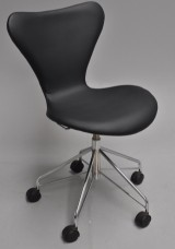 Arne Jacobsen. Kontorstol, model 3117, nybetrukket