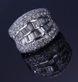 Diamond ring, 18 kt. white gold, total approx. 4.00 ct. Weight approx. 15.7 g. 20th century-second half