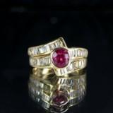 Ring af guld med diamanter og rubin
