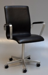 Arne Jacobsen. Oxford office chair, model 3291, black leather