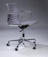 Charles Eames. Office chair, EA-117 in grey hopsak