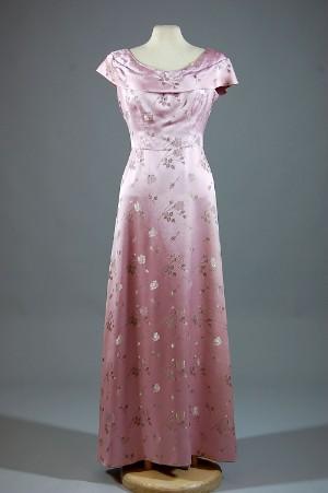 7c4af0af2f4 Hovskräddare Fr. V. Tunborg Co. Vintage aftonklänning i siden