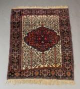 Persisk håndknyttet tæppe, udl og bomuld, 141 x 105 cm.